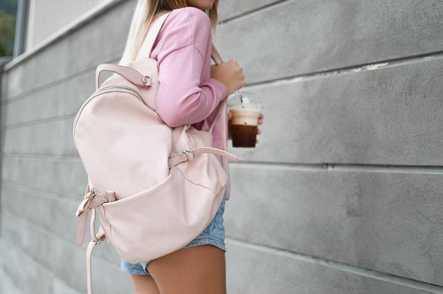 káva a batoh