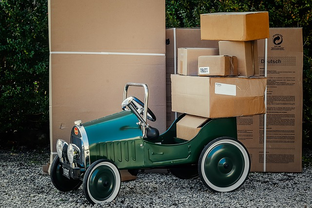 autíčko a krabice.jpg