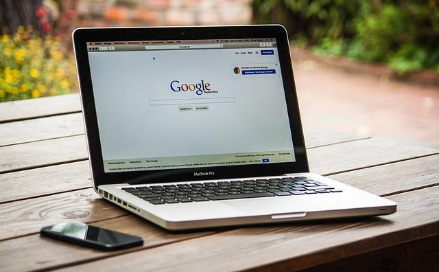 google na monitoru.jpg
