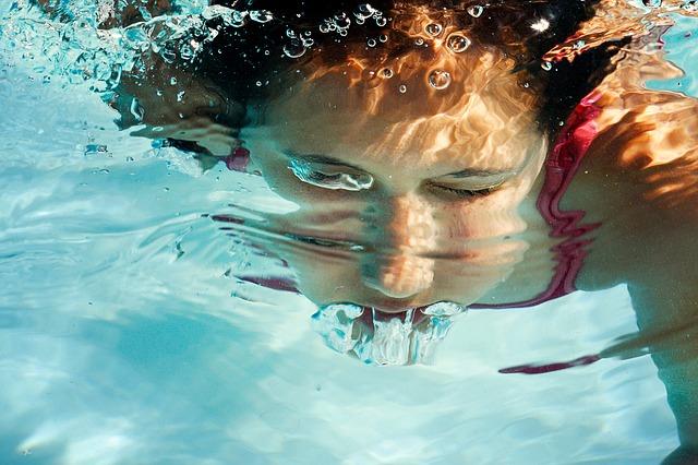 Potápění se v bazénu.jpg